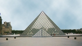 louvre_pyramided.jpg