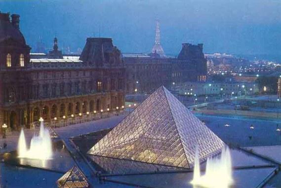 louvre_piramide_de_nuit_1.jpg