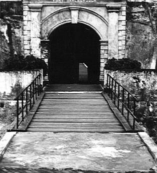 pintu-tua.jpg